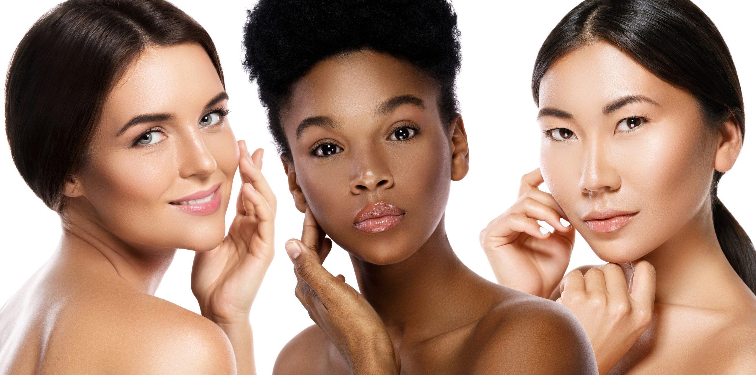 Différentes femmes éthniques - Caucasienne, Africaine, Asiatique sur fond blanc